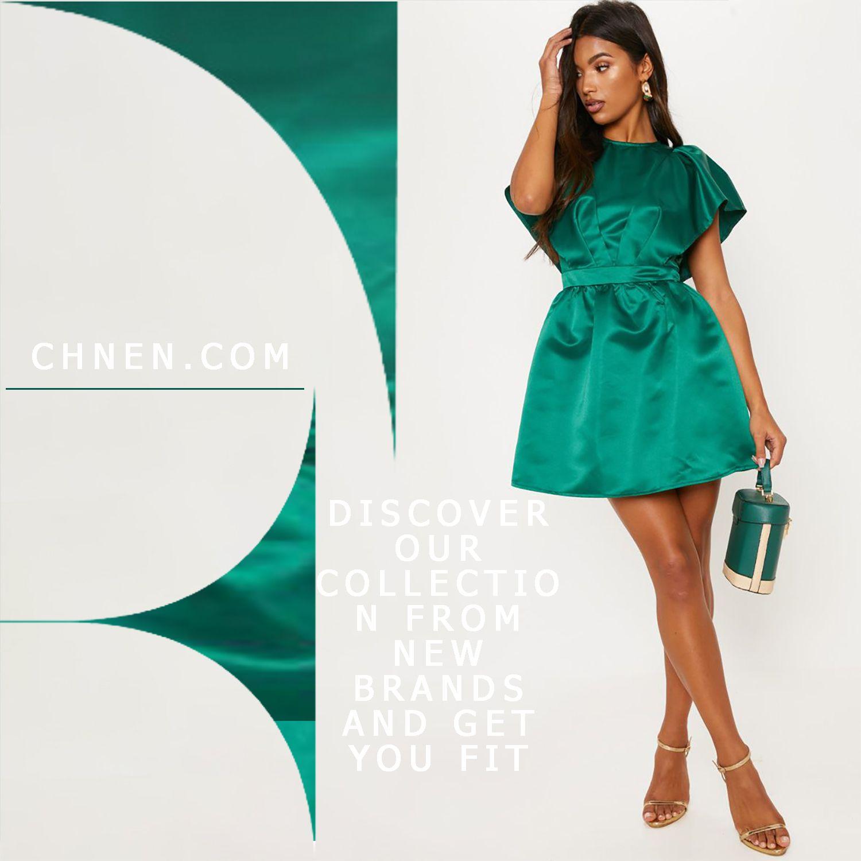 فستان ساتان اخضر قصير يمتاز بقصة واسعة من الساتان باللون الأخضر الزمردي مع اكمام كشكش وتصميم جميل في الخصر حافظي على أناقتك وأناقتك مع Clothes Fashion Dresses