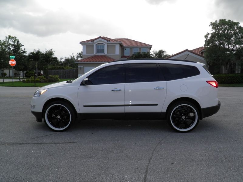 Chevy Traverse 3 Love This Rims Chevy New Cars Dream Cars