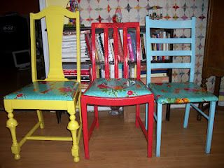Oil-cloth covered chair redo! Bright fun chairs in the kitchen? lets dooo ittt.