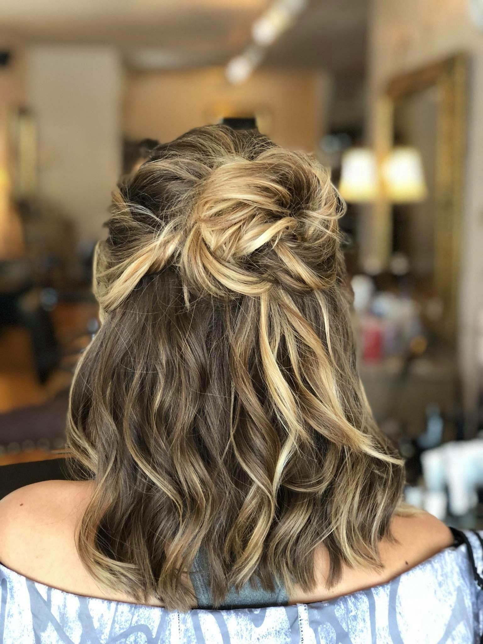 Prom Hair Half Up Half Down Curl Homecoming Bun Weddinghairstyleshalfuphalfdown Prom Hairstyles For Short Hair Half Up Hair Half Up Half Down Hair Prom