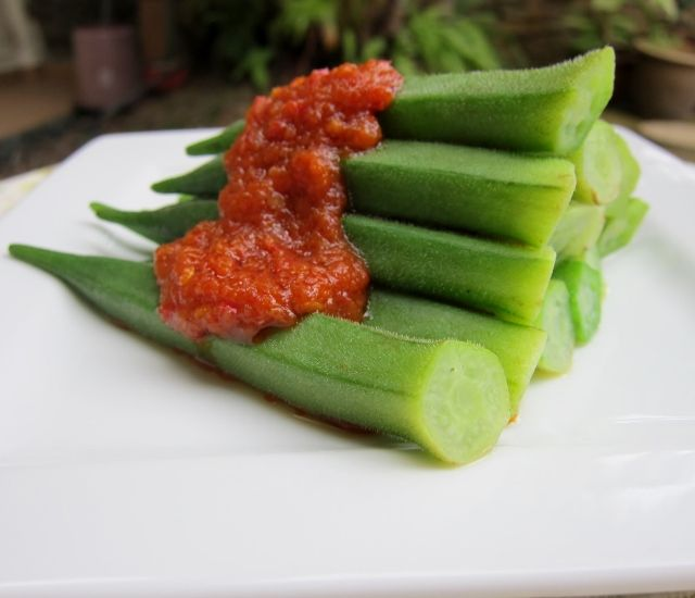 Nomsies Kitchen : Okra with Sambal (Malaysian style Chilli Paste)
