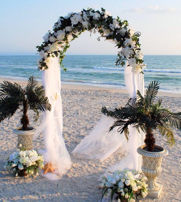 Arco Matrimonio Con Teli Di Tulle Bianco E Mix Di Fiori Bianchi Composizioni Floreali Matrimonio Matrimonio Decorazioni Di Nozze