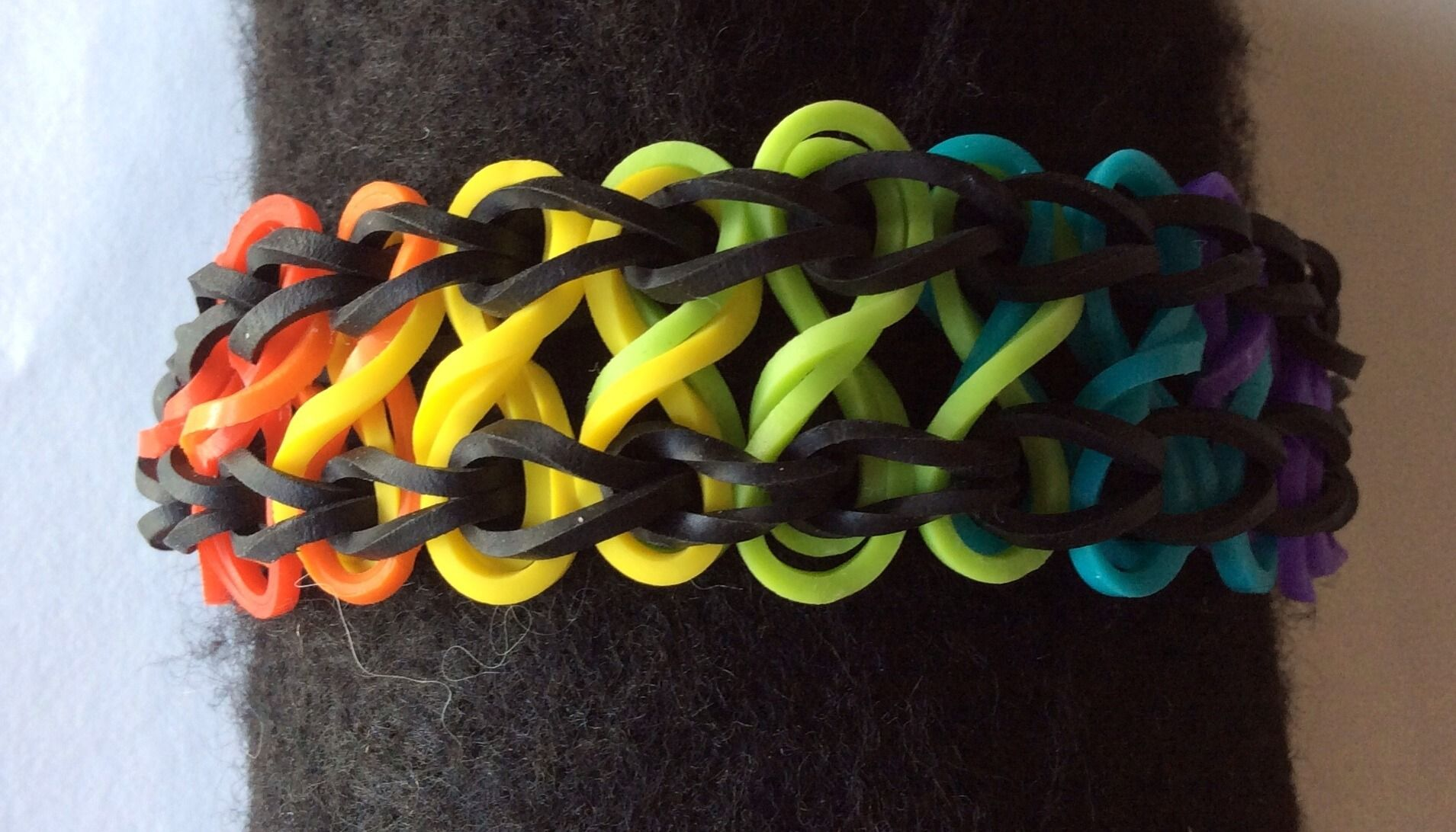 bracelet lastique rainbow loom double infinity arc en ciel bracelet par libellule creation. Black Bedroom Furniture Sets. Home Design Ideas