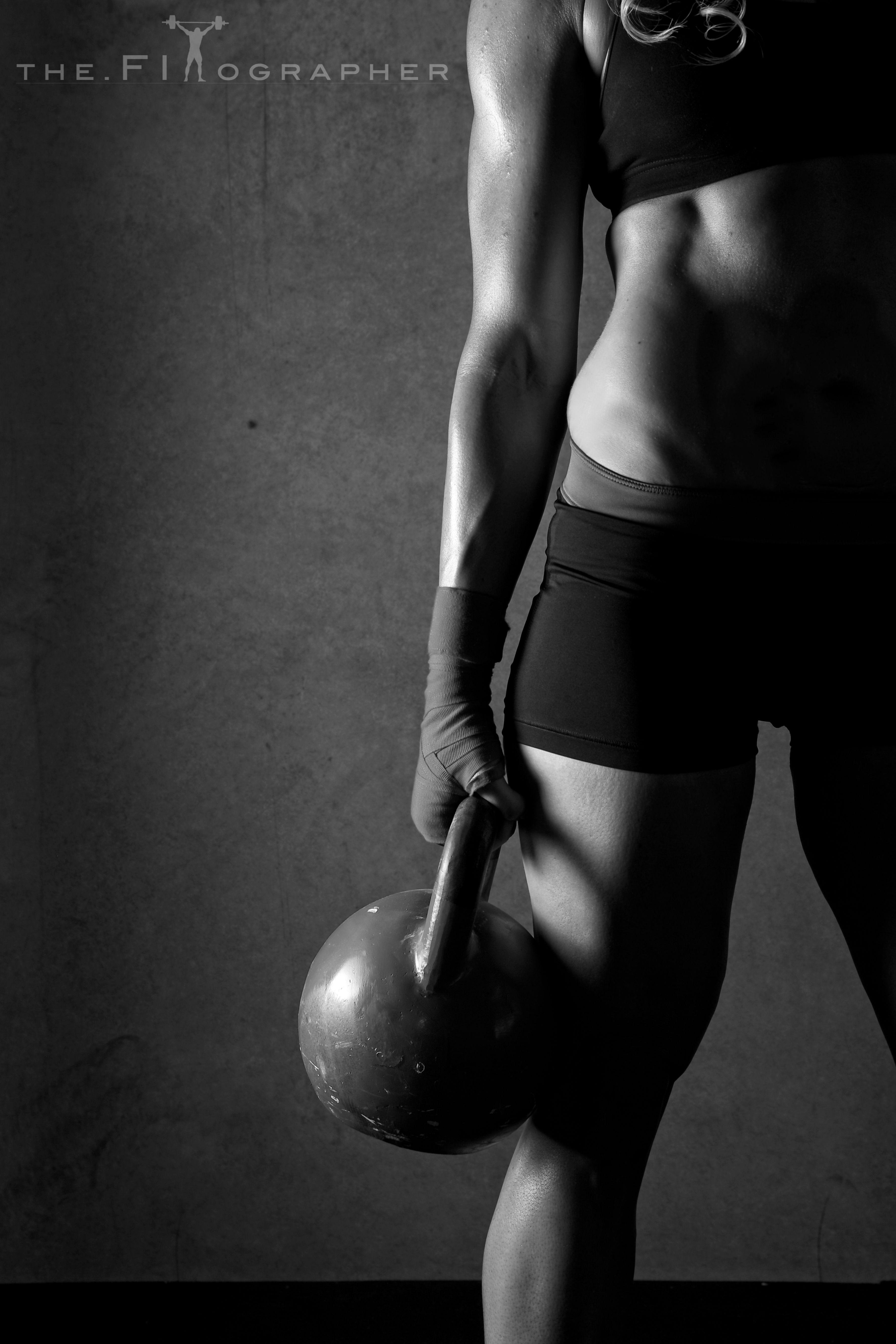 Картинки вертикальные черно белые спорт