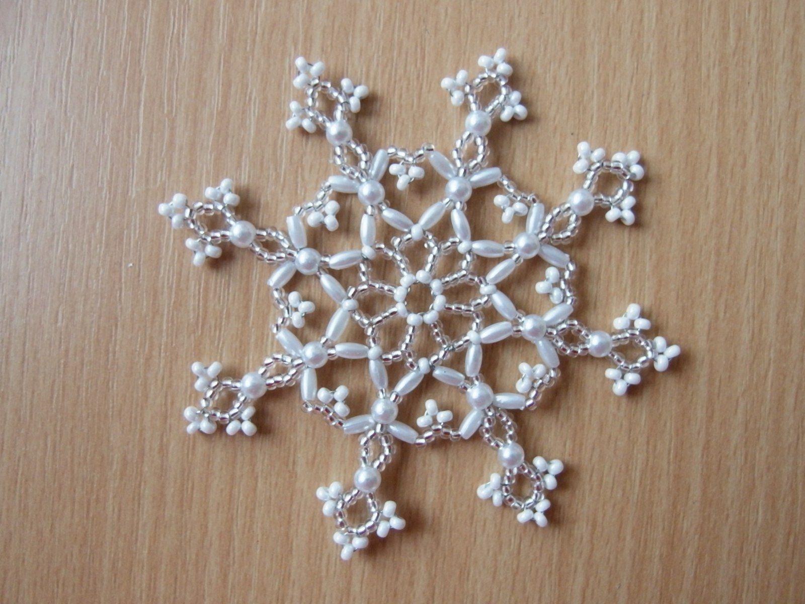 d9a9c4d6e Hvězda - velká - I. Vánoční třpytivá hvězda vyrobená z korálků - rokajl.  Průměr hvězdy 10 cm. Hvězdičky vypadají pěkně jak na vánočním stromečku, ...