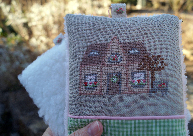 Decorative pendant March house pink cross stitch Rosa4052