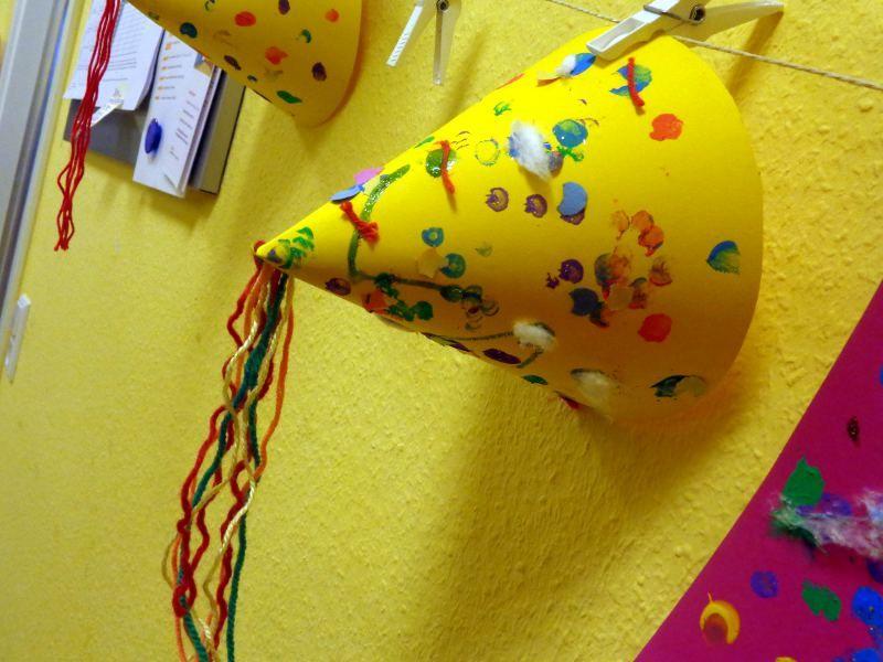 Wir Basteln In Der Krippe Fasching Hute Kiddies Basteln Carnival