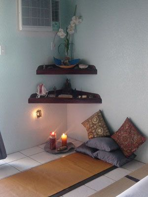 Meditation corner on pinterest meditation space for Chambre yoga