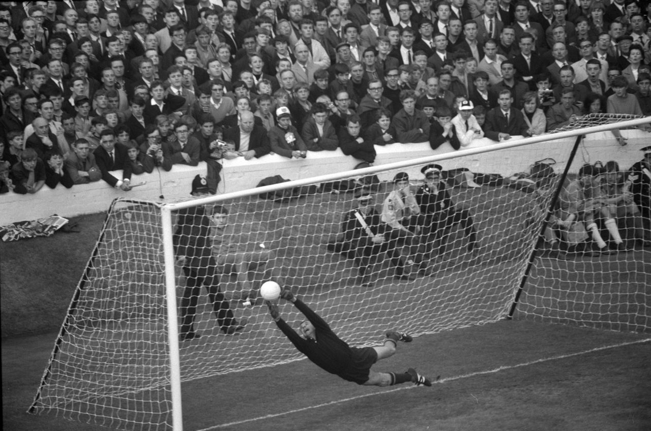 Football Lev Yashin save Vintage Sports graphy