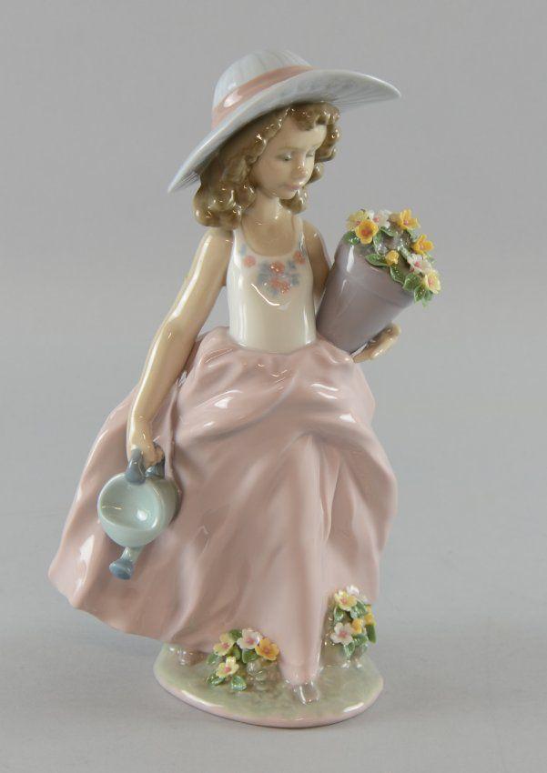 Lladro figure of a girl in a bonnet with a flowerpot, : Lot 936