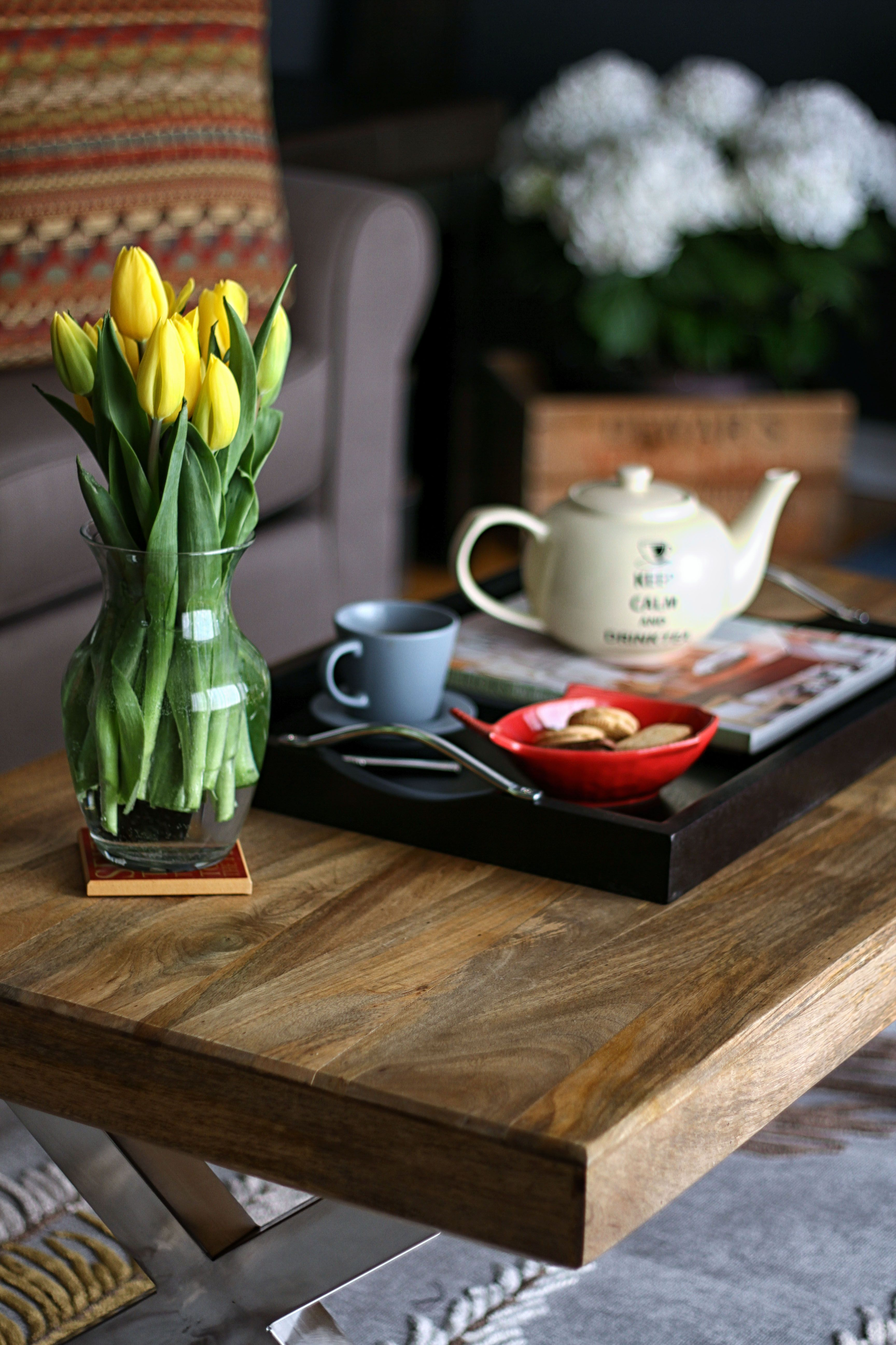 Coffee table Eclectic living room, Decor