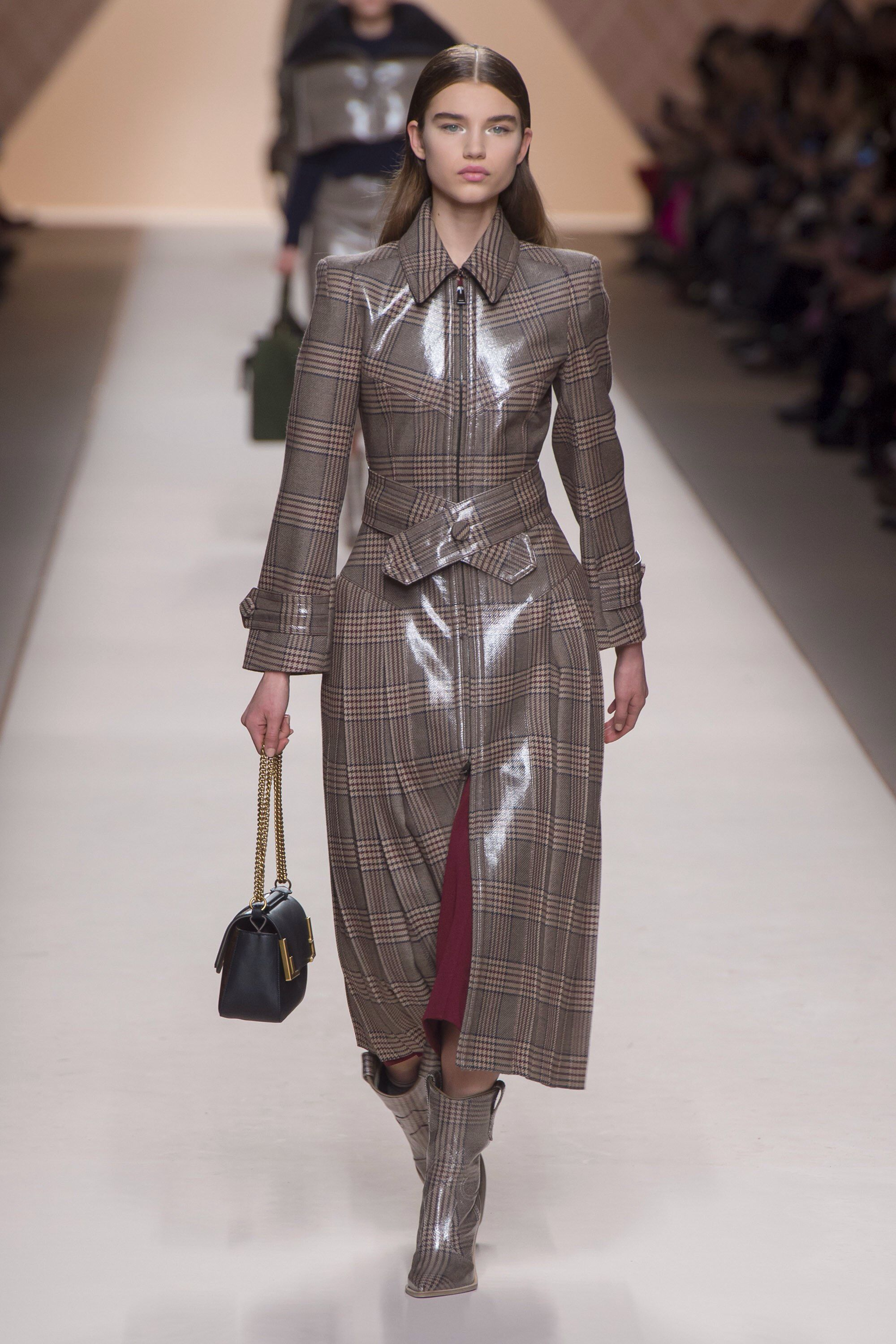 af18772221d5 Fendi Fall 2018 Ready-to-wear Fashion Show Collection