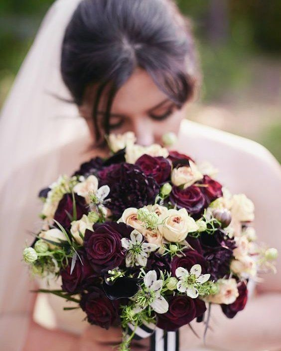 bouquet de fleurs bordeaux pour le mariage mariage pinterest fleurs bordeaux bouquets de. Black Bedroom Furniture Sets. Home Design Ideas
