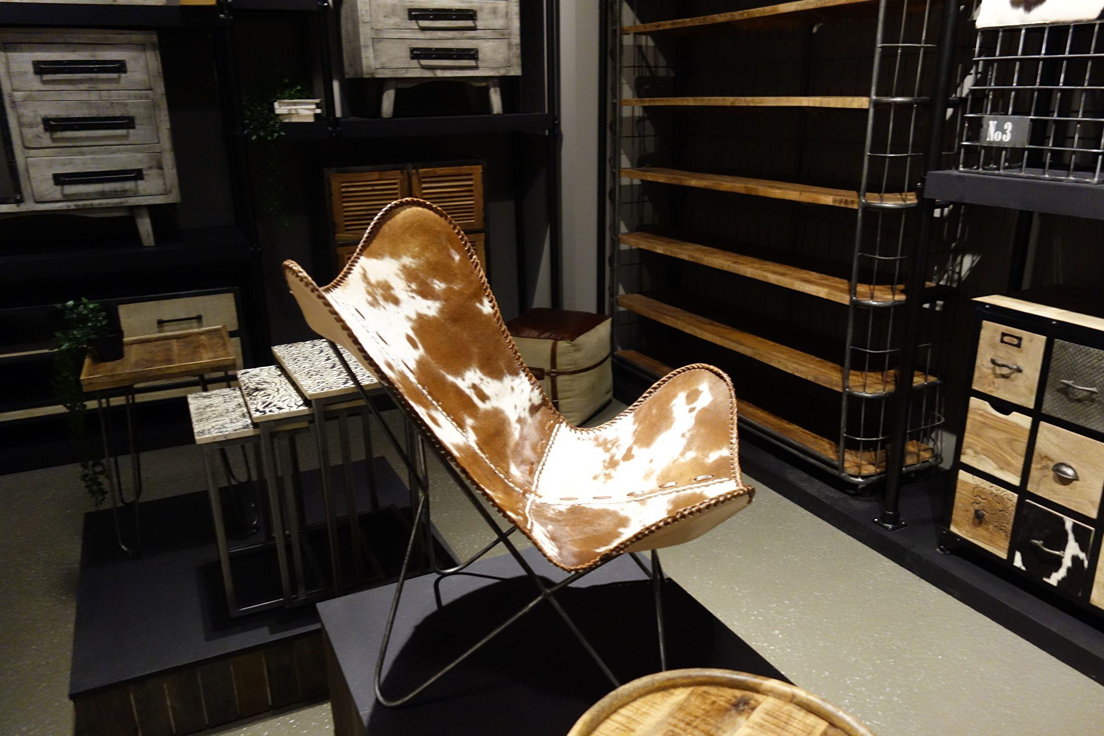 Vlinderstoel met koeienhuid kasten met koeienhuid pinterest