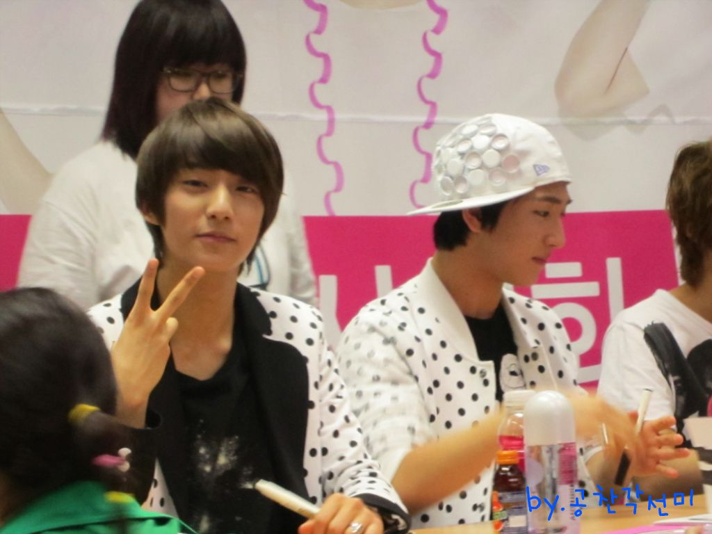 [FANPHOTOS] 110514 Kyobo Hottracks Jeonju Fansign (GONGCHAN)   Source: 공찬각선미@ Daum Cafe Reupload Credits: skipfire @ FLIGHTB1A4.com - See more at: http://aviateb1a4.tumblr.com/post/5591489802/fanphotos-110514-kyobo-hottracks-jeonju-fansign#sthash.DjOqYryE.dpuf
