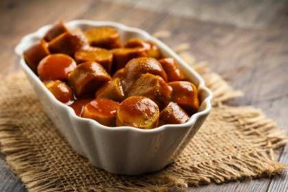 So machen Sie original Berliner Currywurst
