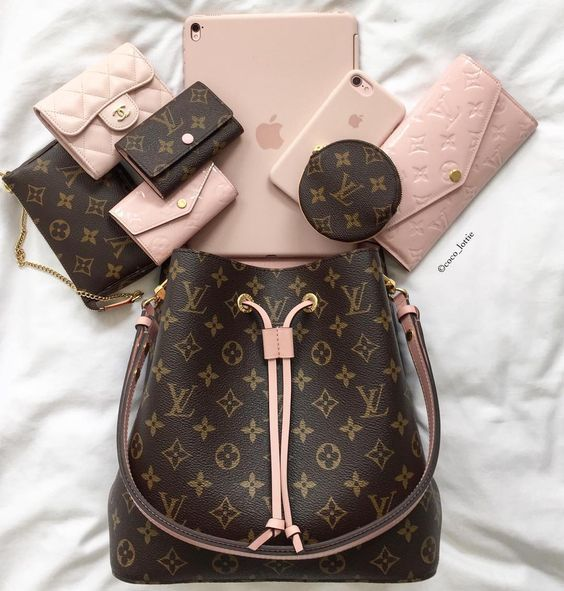 2019 Lv Trends For Women Style New Louis Vuitton Handbags Collection Louisvuittonhandbags How To Select The In 2020 Vuitton Bag Louis Vuitton Handbags Bags Designer