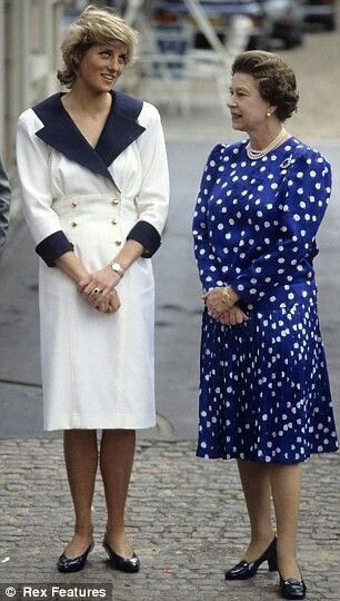 Diana And Elizabeth Ii With Images Princes Diana