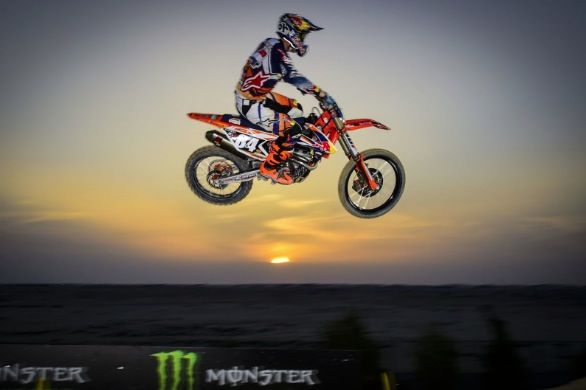 Gajser and Herling dominate in the desert - MXGP 2016