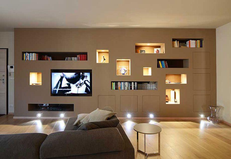 Parete attrezzata in cartongesso per un soggiorno moderno for Pareti moderne