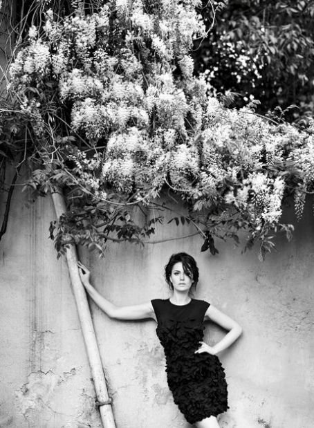 Fahriye Evcen - Elle Magazine Pictorial [Bulgaria] (July 2012)
