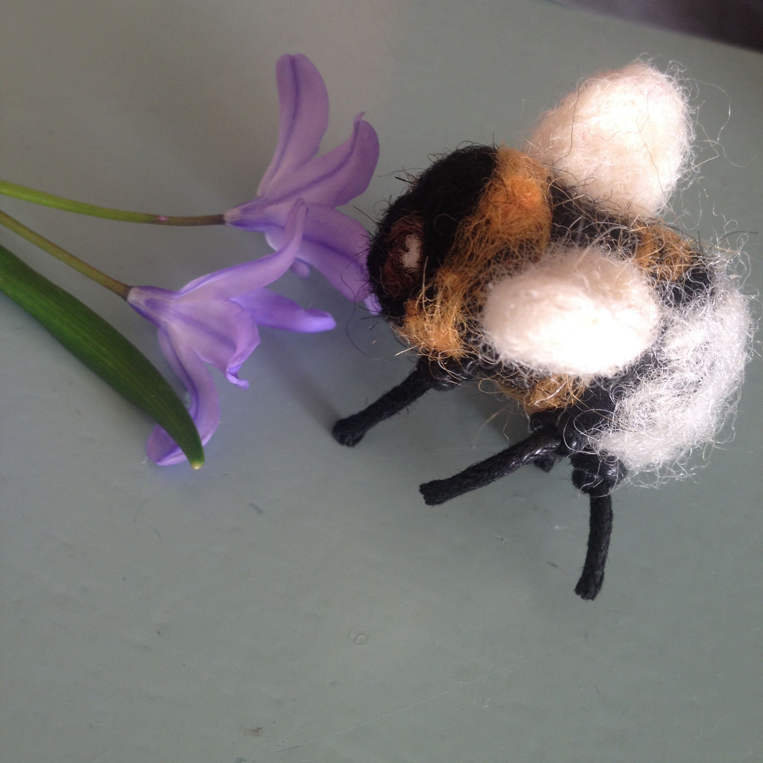 Needle Felted humblebee Gevilten hommel made by iefje