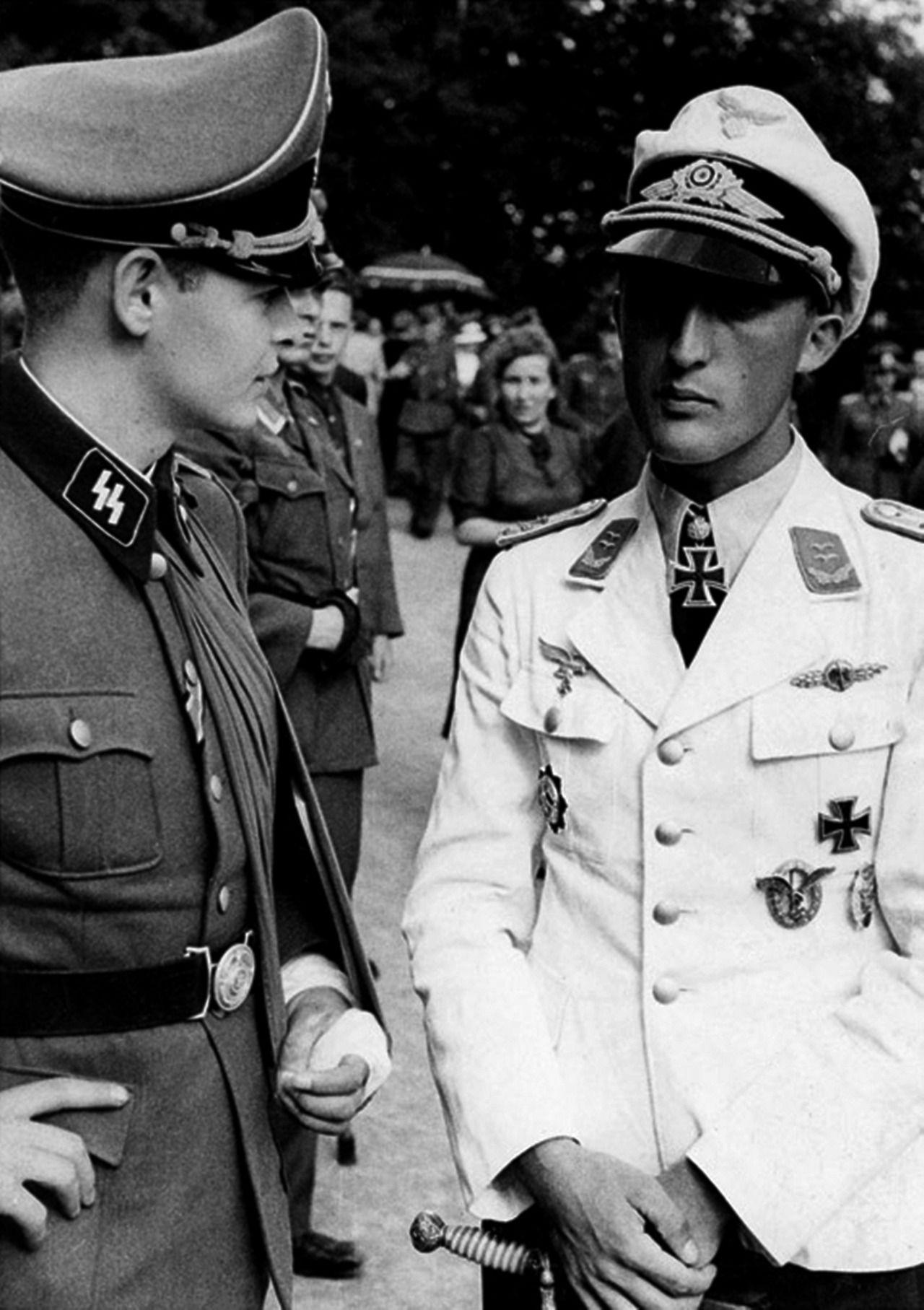 SS-Untersturmführer Rudolf von Ribbentrop speaks with ...  SS-Untersturmf�...