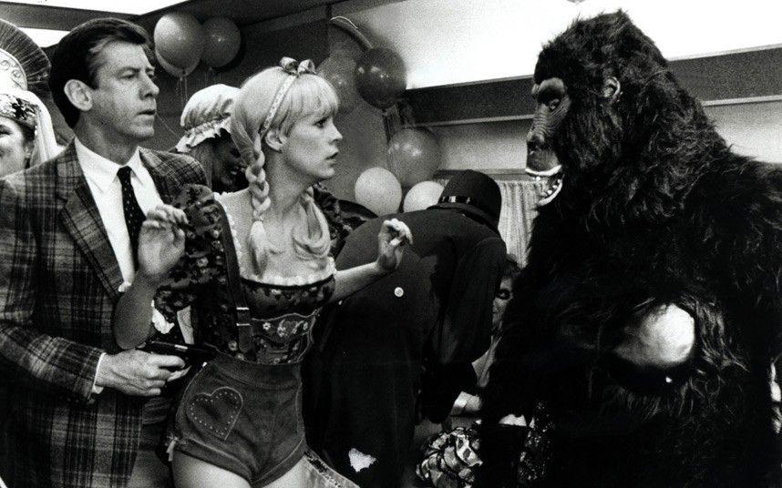 Jamie Lee Curtis & Paul Gleason (Trading Places 1983) John Landis. Photo Paramount Pictures.