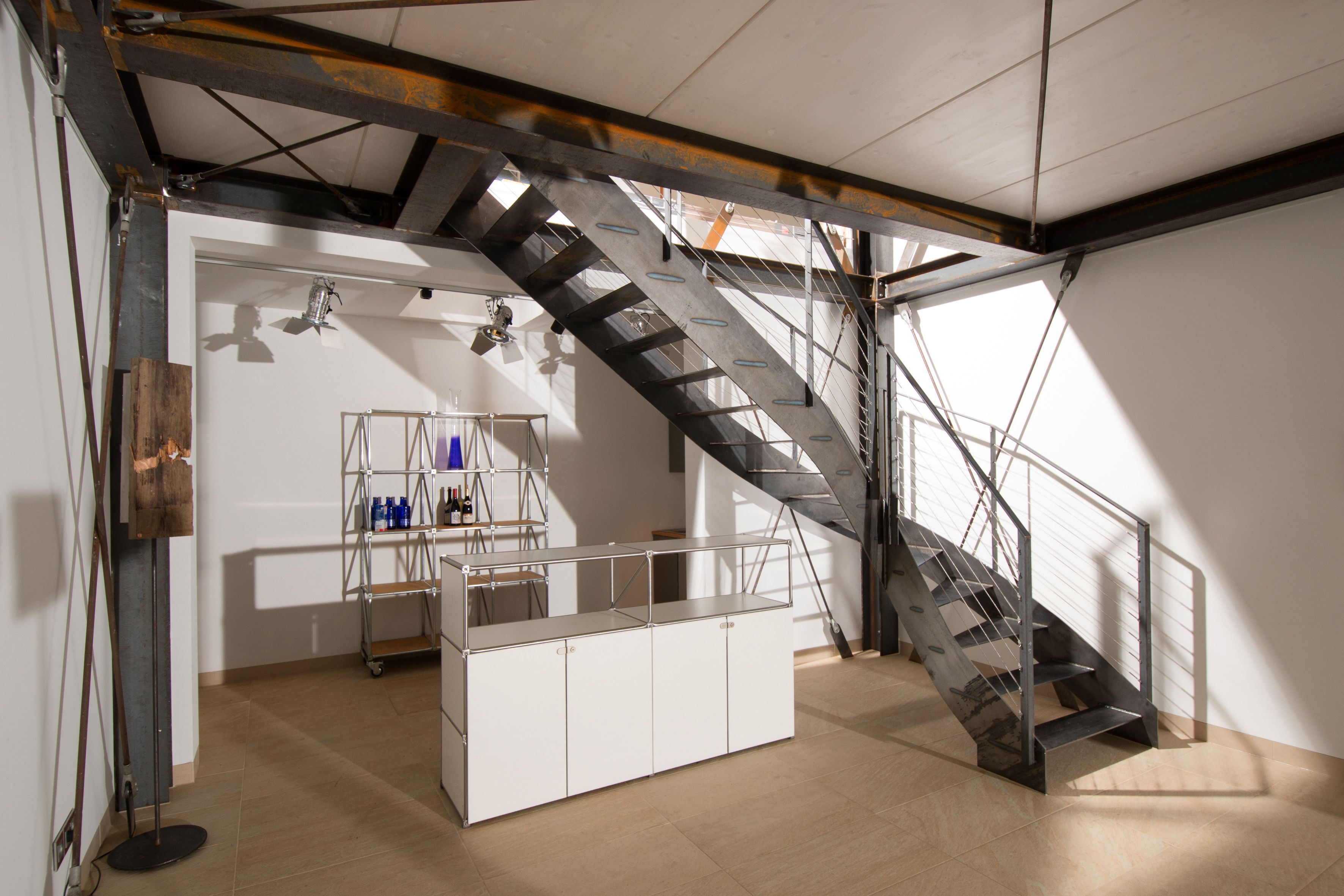 treppe stahl holz und stein haus im historischen pumpwerk architektenh user im bauhausstil. Black Bedroom Furniture Sets. Home Design Ideas