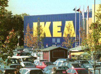 Ikea: Lebenslanges Rückgaberecht gilt ab sofort nicht mehr https://www.discountfan.de/artikel/c_verbraucherschutz/ikea-lebenslanges-rueckgaberecht-gilt-ab-sofort-nicht-mehr.php Billy, Bonde und Bomull können ab sofort nicht mehr unbegrenzt getestet werden: Zwei Jahre nach der Einführung des ewigen Rückgaberechts macht Ikea einen Rückzieher: Produkte, die ab dem heutigen 1. September 2016 erworben werden, können nur noch ein Jahr ins schwedische Möbelhaus zurückgebra