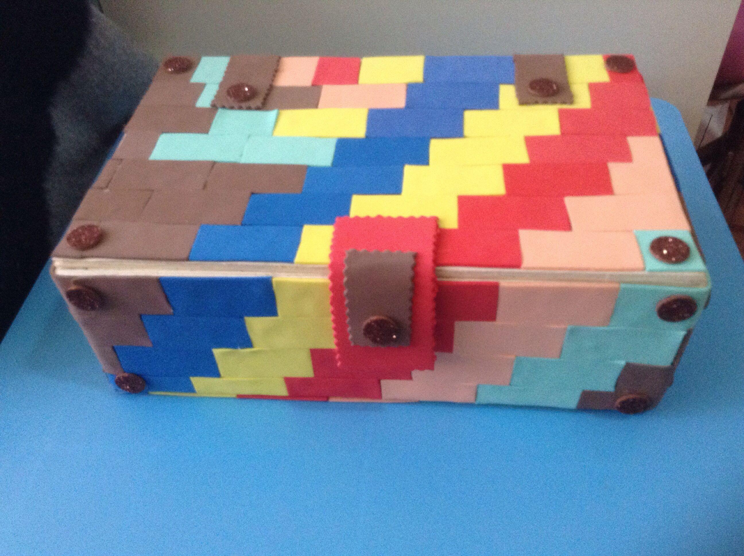 Caja de madera decorada con goma eva