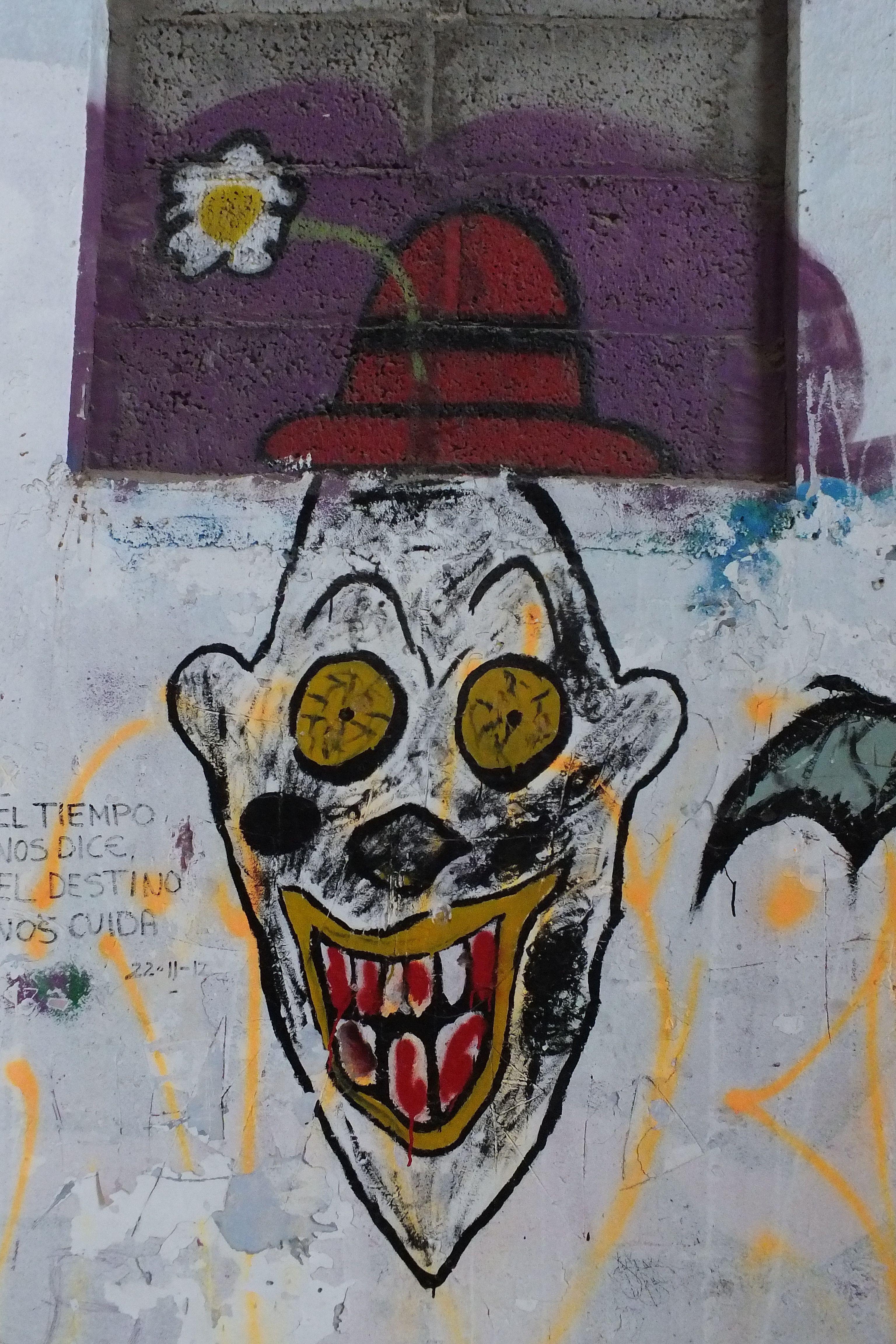 Graffit en ruinas campamento militar. Los Abades, Tenerife. Spain ...