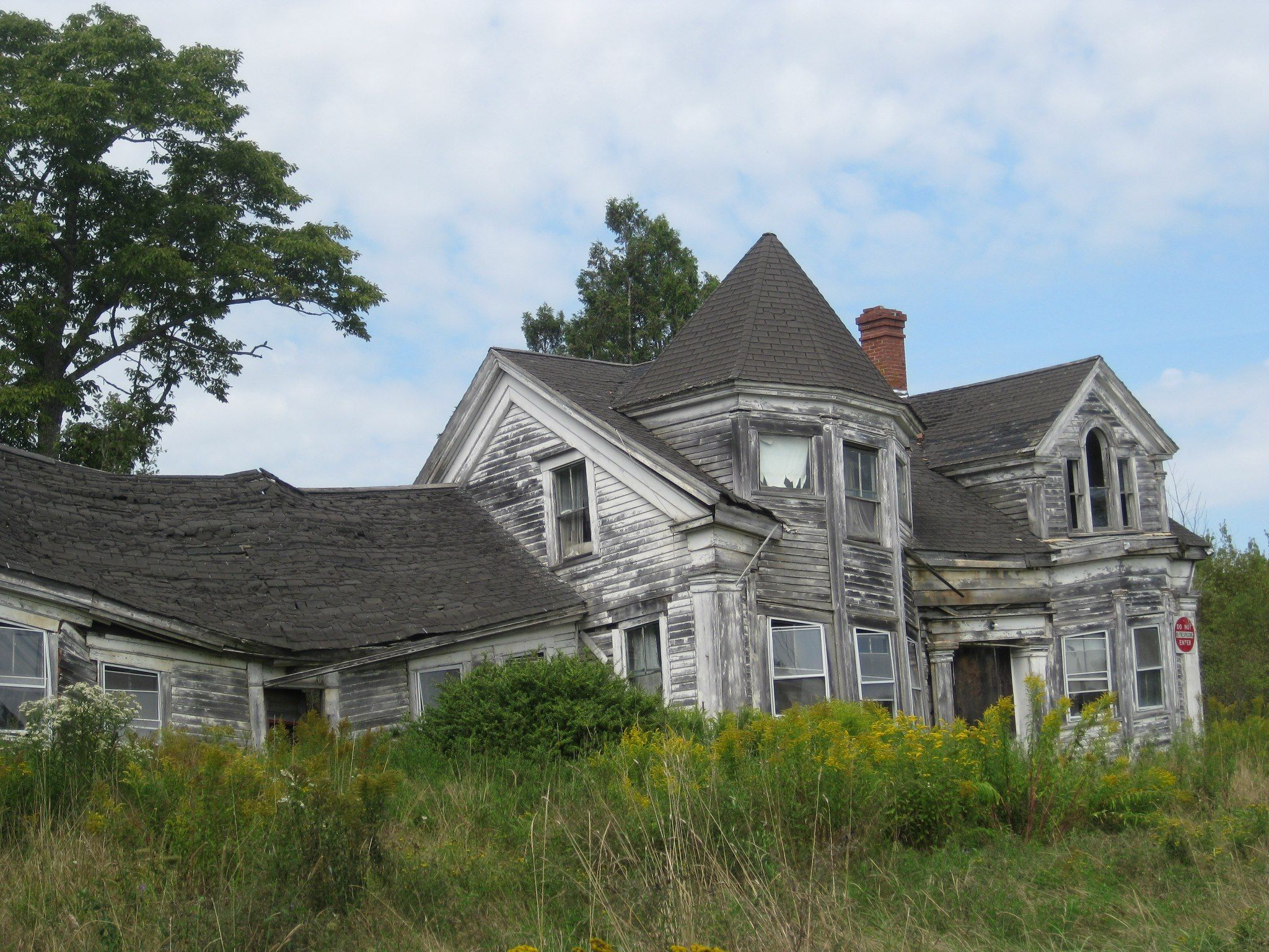 My Maine Friend S Haunted House Abandoned Houses Maine House Styles