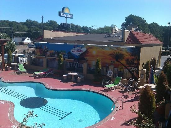 Days Inn Swimming Pool Memphis Tennessee Usa No Way I 39 M Going Here Going Here