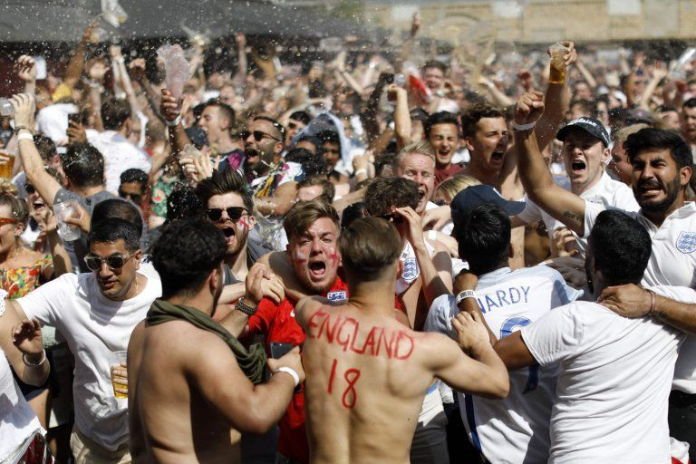 England Fans Go Crazy After World Cup Victory Over Sweden England Fans England Football Team World Cup