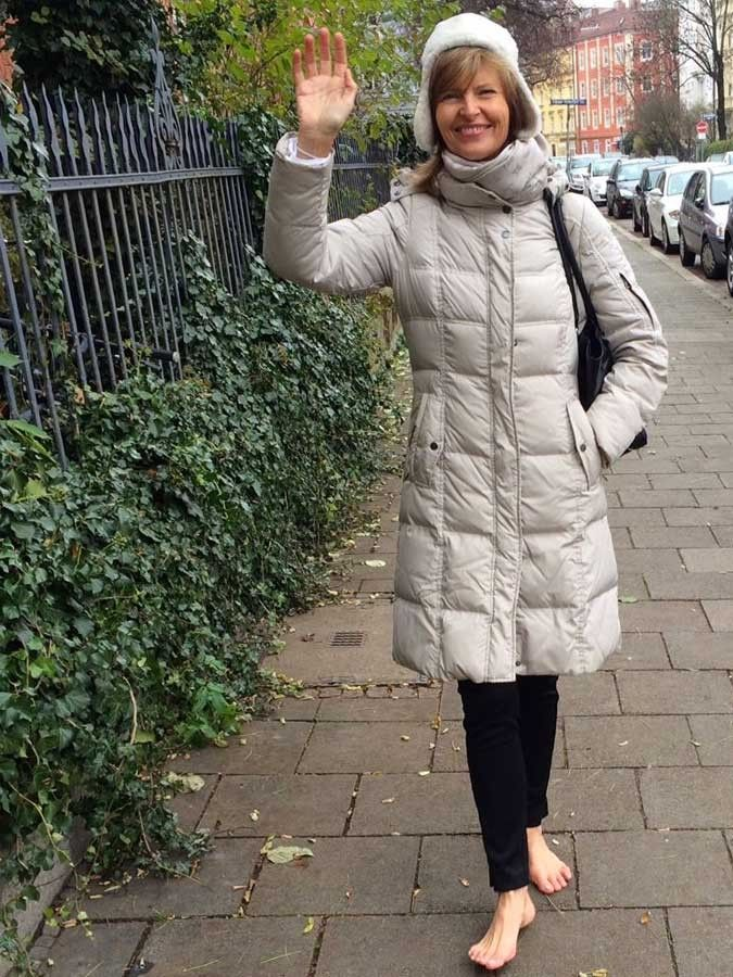 Sabrina Fox in Munich | Barfuß, Barfußschuhe, Frau