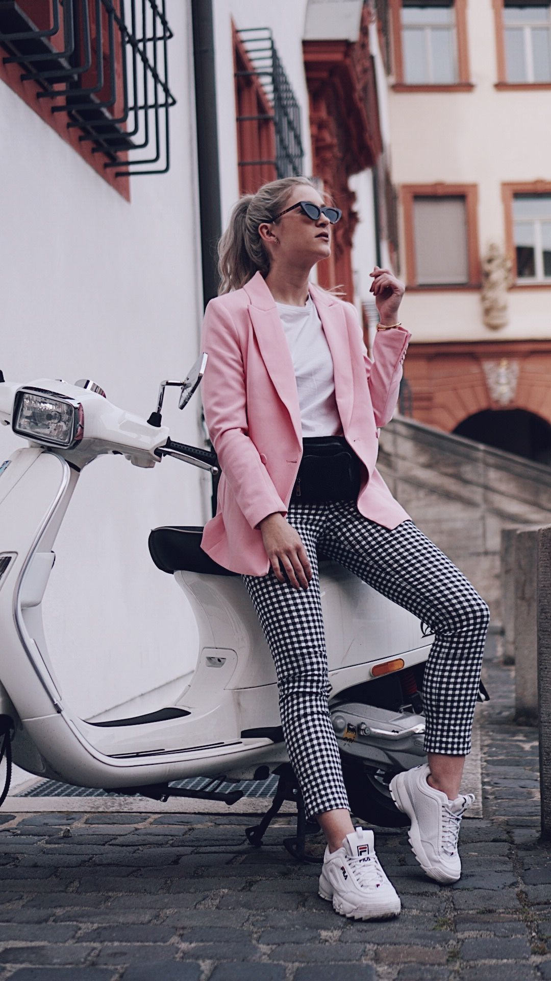 13929be1a09 90 s Trend  Ugly Sneaker Fila x Vichy Hose x Pink is the new black   cityhopperlook  vespa  Sneakers