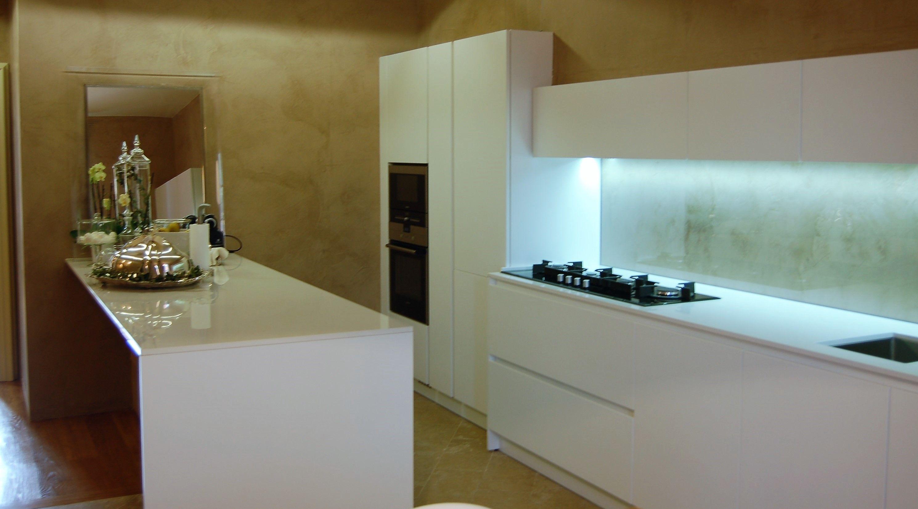 Progetto e realizzazione di Cucina Moderna con gola e ...
