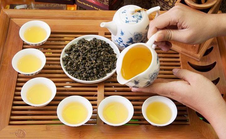 Pha Trà ô long ngon Người Việt nam vốn có truyền thống uống trà, trong gia  đình, người nhỏ pha trà mời người lớn, phụ nữ pha trà mời đàn ông. … |