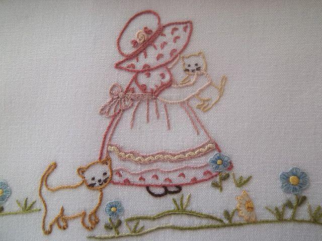 Lavanda e Lillà: Lenzuolino per Emma e Centro Fiorito   Embroidery ...