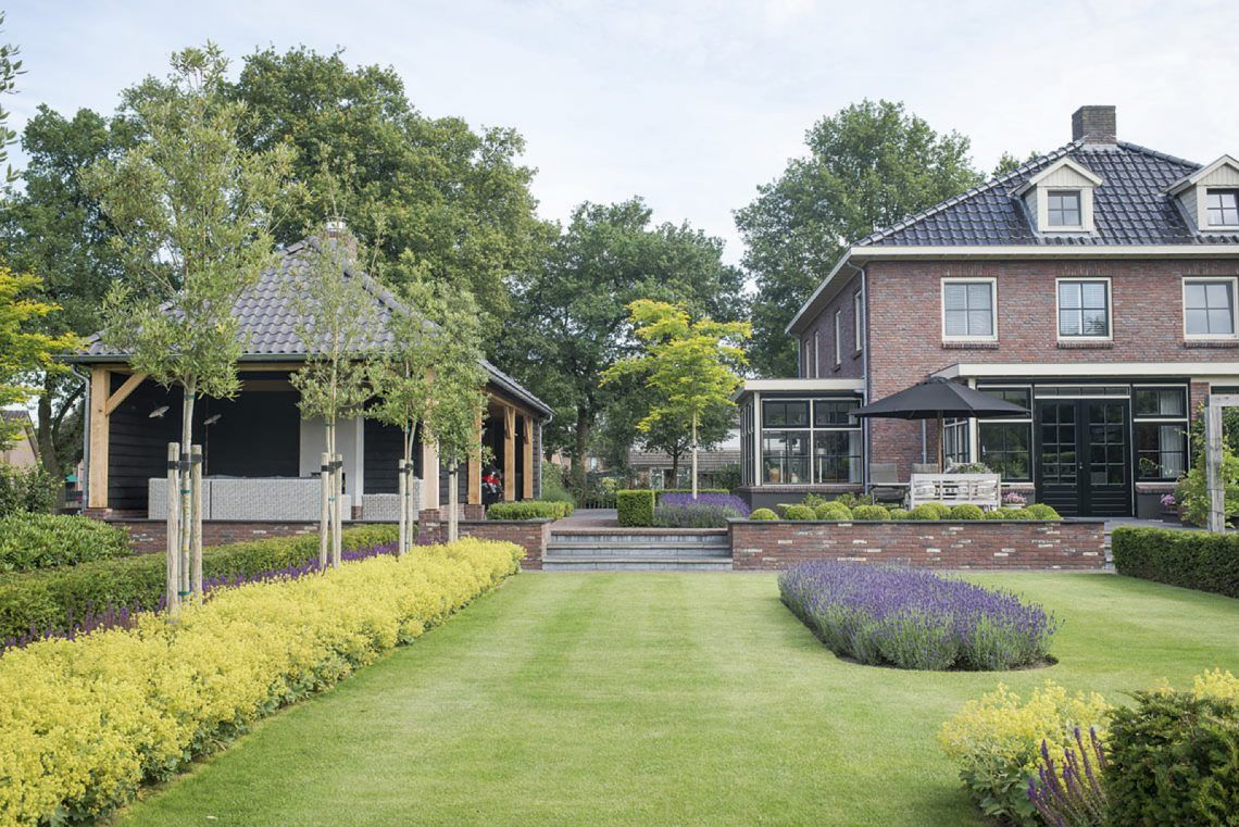 Buytengewoon villatuin uddel hoog □ exclusieve woon en tuin