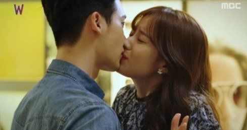 Han Hyo-joo slapped Lee Jong-suk and kissed him. On the episode of the new MBC drama 'W', Oh Yeon-joo (Han Hyo-joo) slapped Kang Cheol (Lee Jong-suk) and kissed him. Yeon-joo found out that 30 minutes of her life in reality was 2 months in the web-toon world.