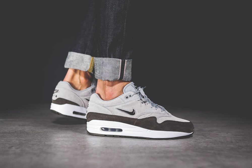 90a90f75f997 NIKE AIR MAX 1 PREMIUM SC - WOLF GREY & METALLIC PEWTER TRAINERS IN ALL  SIZES