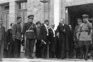 Atatürk ve Rus gen. Kurmay başkanı. 29.10.1933