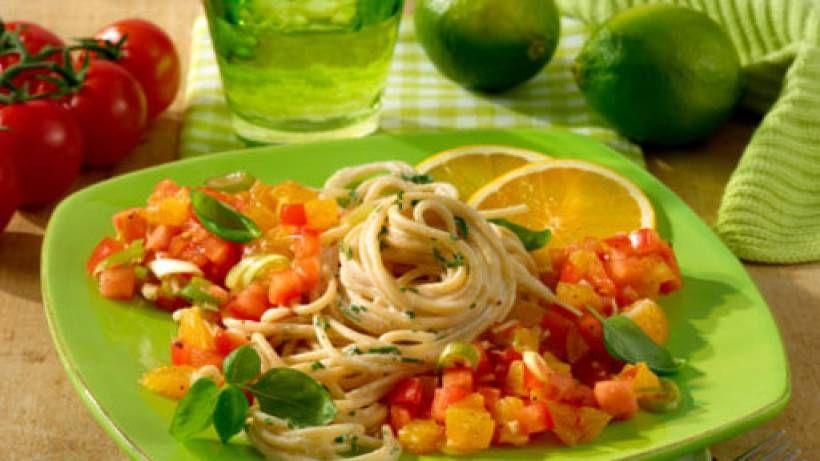 Spaghetti mit scharfer Tomaten- Orangen-Salsa