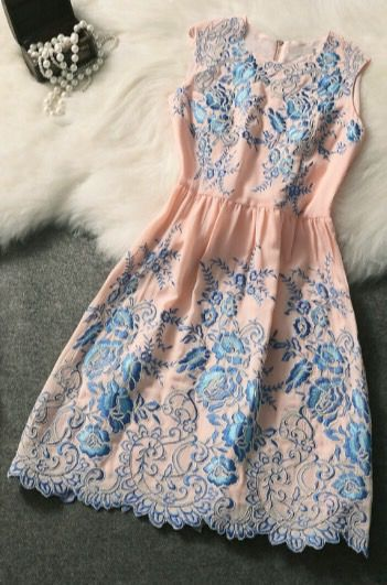 Fashion Round Neck Embroidered Dress