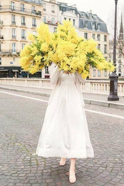 Caroline De Surany Nous Reapprend Le Bonheur En Bd Fleurs Planter Des Fleurs Fleur Amour