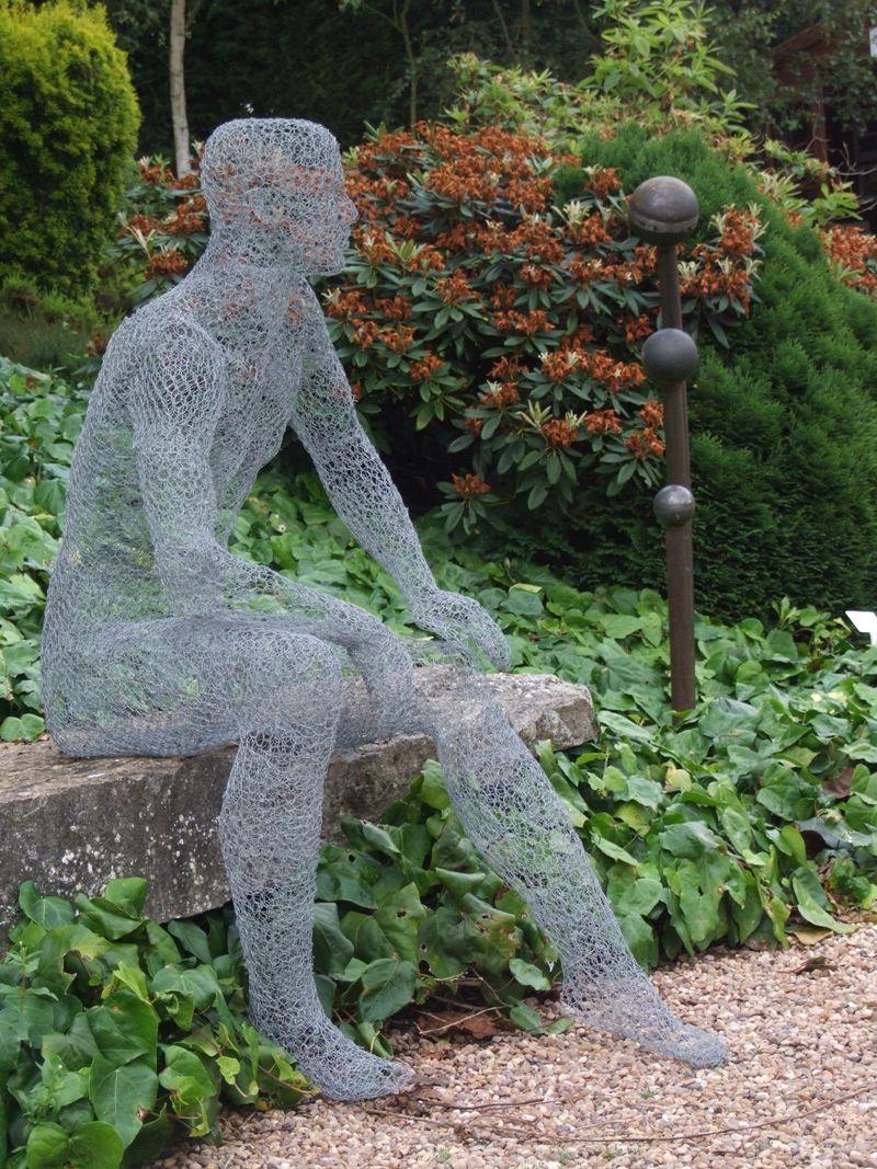 Derek Kinzett, 1966 ~ Wire sculptor   Hasendraht, Gartenideen und ...