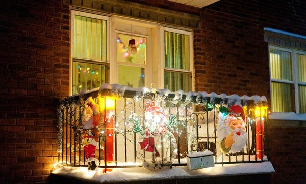 Christmas Balcony Decoration Ideas 7