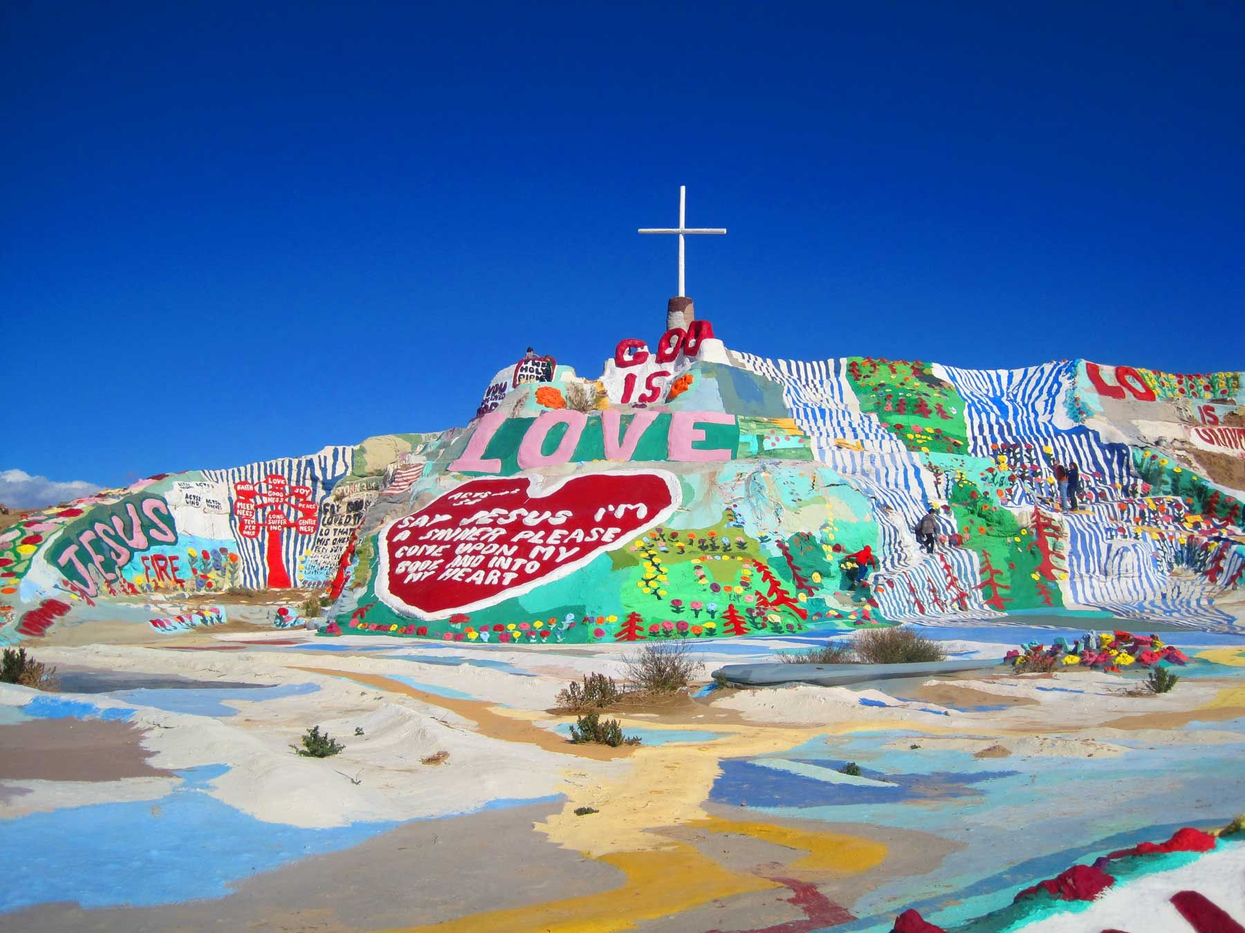 Salvation Mountain Is An Art Installation Covering A Hill North Of Calipatria California Near Slab City And Just S Salvation Mountain Trip Colorful Mountains